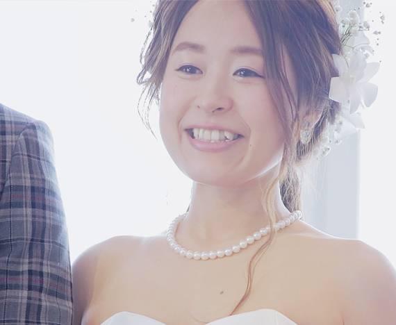 一眼レフカメラでエンドロール撮影した映像から切り出した結婚式の花嫁画像