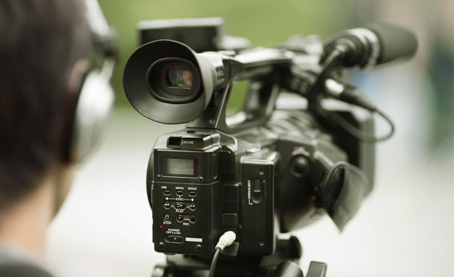 結婚式エンドロールカメラマン持ち込み